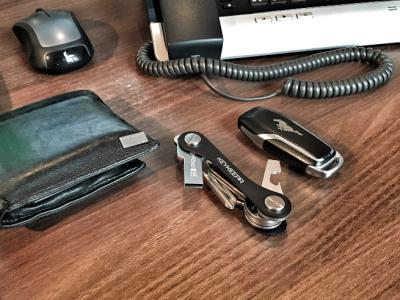 Prte clés sur un bureau